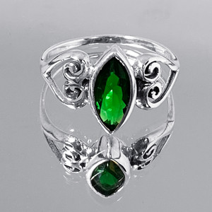 925 Silver Celtic Heart Ring With Synthetic Emerald