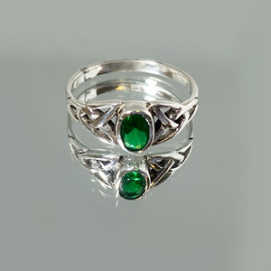 925 Silver Celtic Ring with Synthetic Emerald