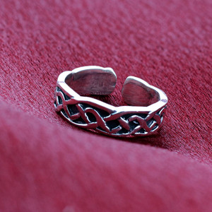 Celtic Knot Toe Ring