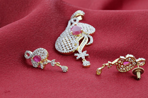 Gold Tone Teardrop Ruby & Clear Crystals Jewelry Set