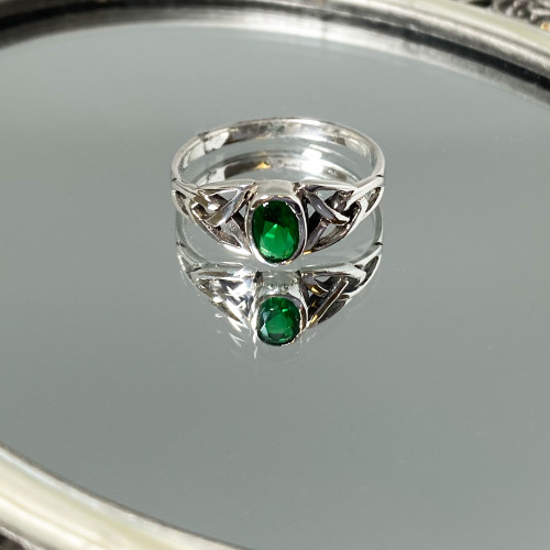 925 Sterling Silver Celtic Ring with Synthetic Emerald