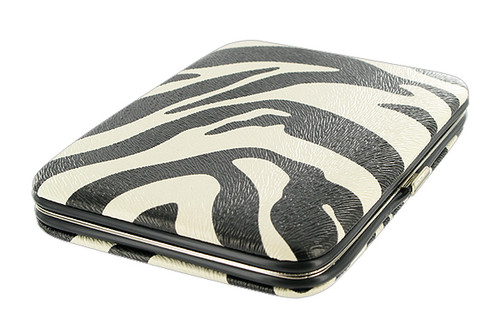 Compact and Functional Pocket Wallet Available in Different Colors #WPP