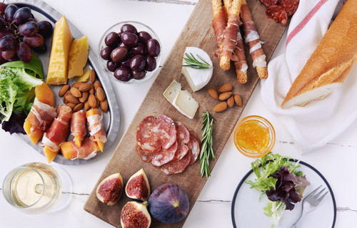 How to Make the Ultimate Holiday Cheese Plate