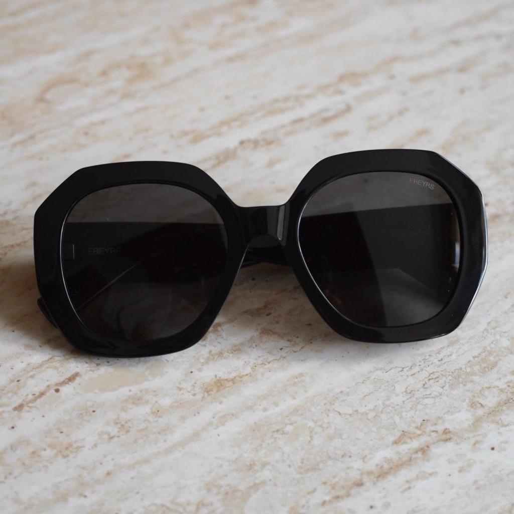 OLIVIA BLACK SUNGLASSES
