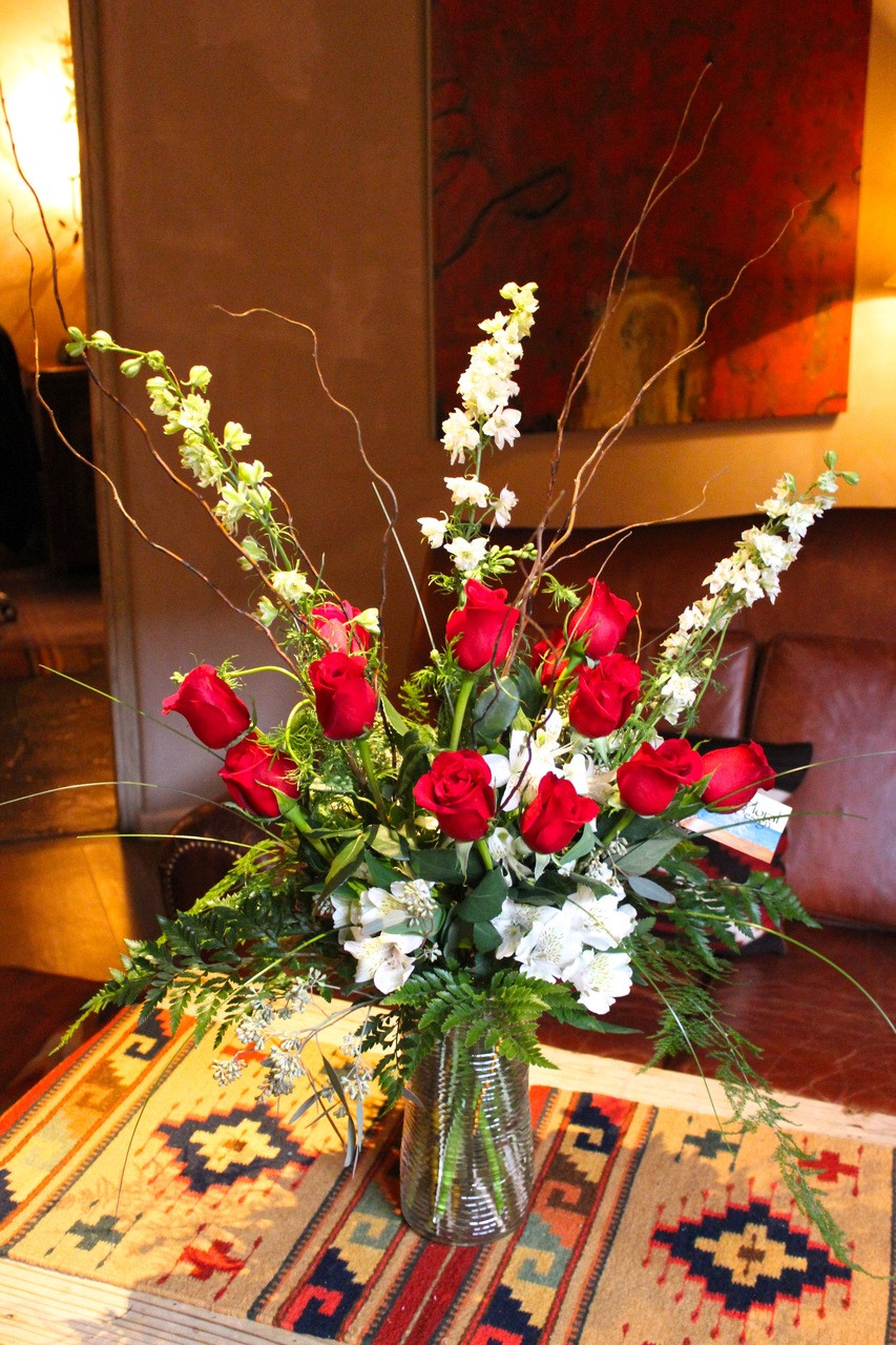 One Dozen Premium Long Stem Red Roses In A Cylinder Glvase 3 Feet Tall Personal Delivery In Santa Fe Pacific Floral