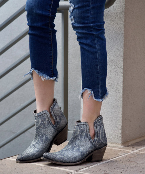 LB7129107B LIBERTY BLACK PITHON FILETEADO GRES (GRAY) TEXTURED LEATHER ANKLE BOOTS