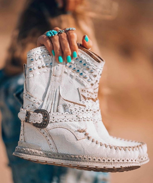 EL VAQUERO Yara Silverstone Kalahari White Wedge Moccasin Boots