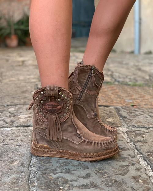 EL VAQUERO Phoebe Silverstone Sierra Leather Wedge Moccasin Boots