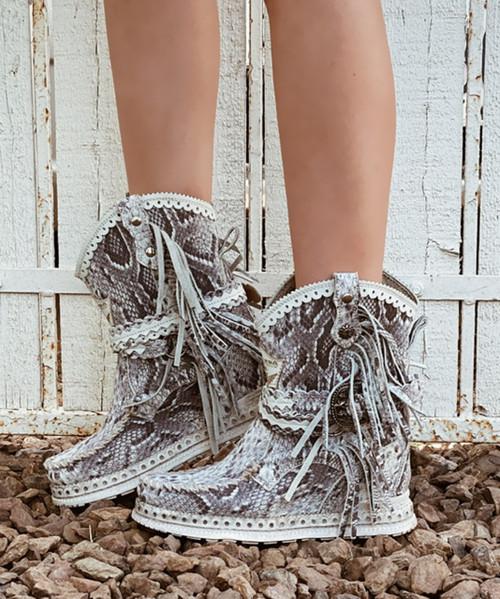 EL VAQUERO Arya Desnake Blanco Print Wedge Moccasin Boots