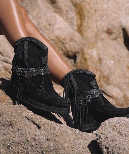 EL VAQUERO Arya Mocc Silverstone Carbon Black Wedge Moccasin Boots