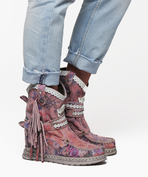 EL VAQUERO Arya Mocc Freedom Pink Floral Wedge Moccasin Boots