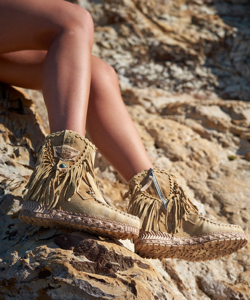 EL VAQUERO Cloe Silverstone Beige Leather Wedge Moccasin Boots