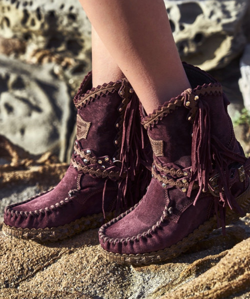 EL VAQUERO Arya Mocc Silverstone Wine Brass Accents Wedge Moccasin Boots