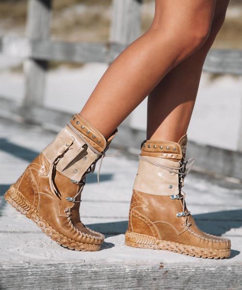 EL VAQUERO Nikila Indiana Tribal Hide Mocc Boots