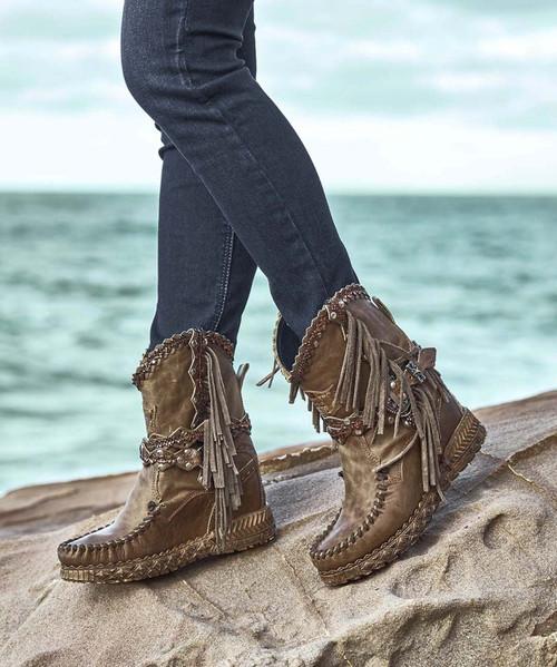 EL VAQUERO Arya Mocc Dakar Aged Leather Wedge Moccasin Boots