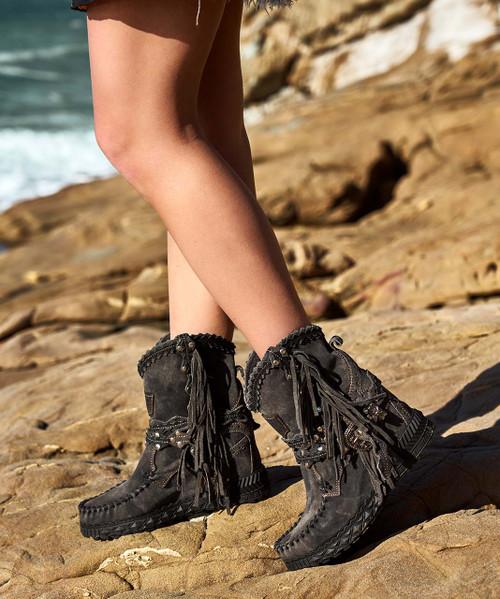 EL VAQUERO Arya Mocc Charcoal Urban Kamo Leather Wedge Moccasin Boots
