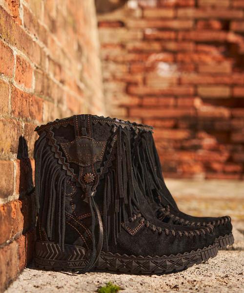 EL VAQUERO Cloe Silverstone Carbon Black Leather Wedge Moccasin Boots