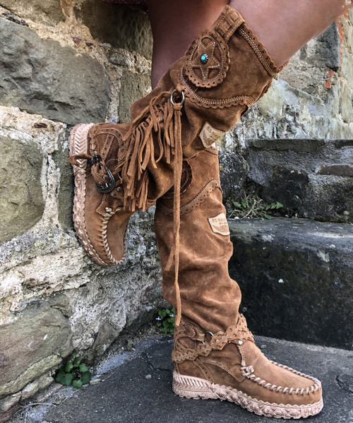EL VAQUERO Syria Silverstone Carmel Mou Wedge Moccasin Leather Boots