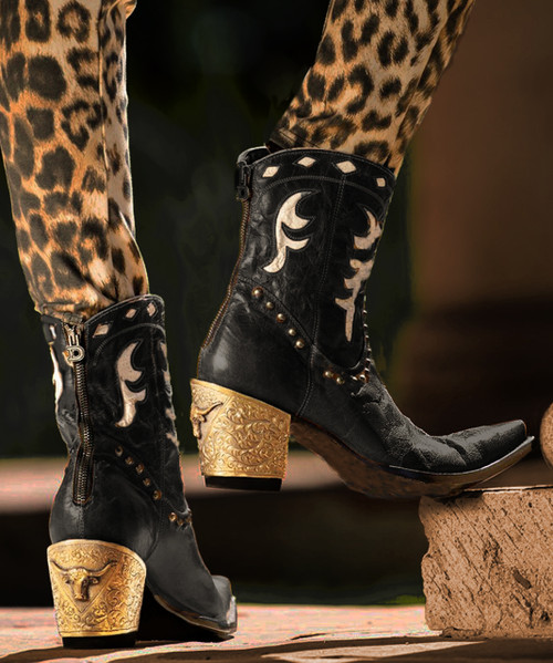 DDBL053-2 DOUBLE D RANCH THE CATTLEMAN DISTRESSED BLACK LEATHER ANKLE BOOT