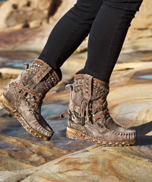 EL VAQUERO Yara Silverstone Almond Wedge Moccasin Leather Boots
