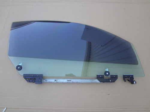 2003 - 2004 MUSTANG COBRA PASSENGER DOOR GLASS