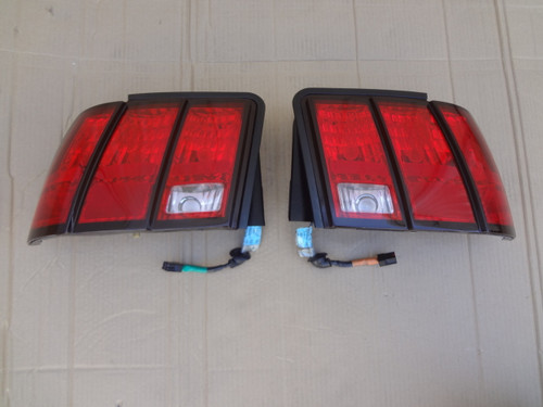 2003 - 2004 MUSTANG COBRA LH & RH TAIL LIGHTS & WIRE HARNESS