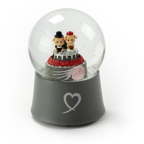 Adorable Little Piggys Wedding Couple on Cake 18 Note Musical Snow Globe