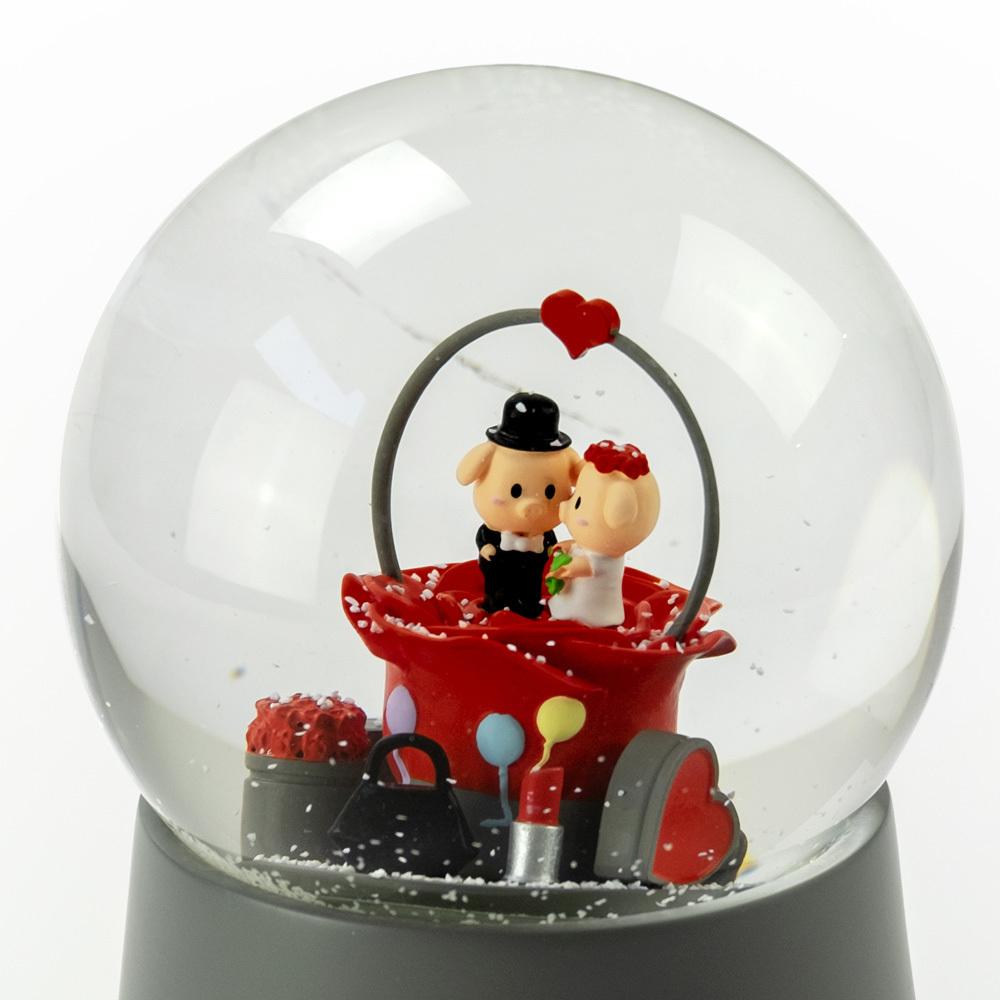 Precious Little Piggys Wedding Couple Sitting in Rose Bud 18 Note Musical Snow Globe