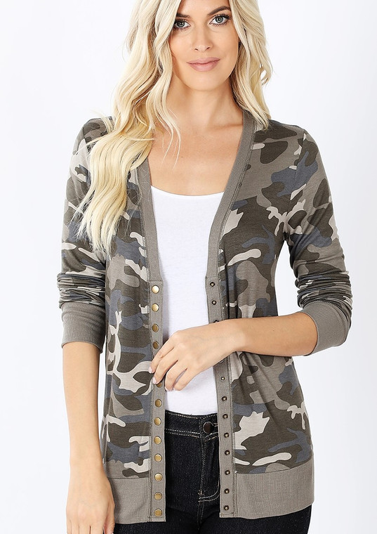 This cute camo cardi adds a little pop of fun to your wardrobe. This light weight snap front cardigan is the perfect weight fabric for all seasons. Looks great with jeans, shorts, leggings or over a little black dress. Fits true to size.     POLYESTER 62%, RAYON 34%, SPANDEX 4%