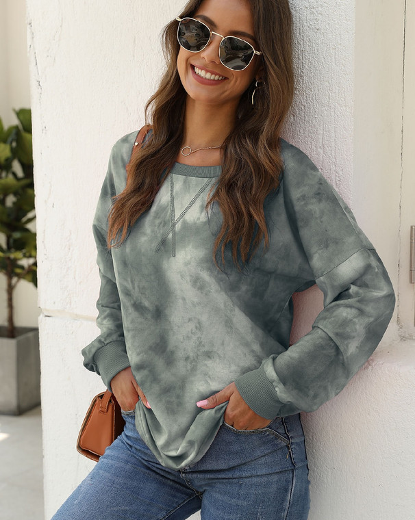A great lightweight sweatshirt in a trendy green and white tie dye pattern. Pairs perfectly with shorts in the summer and leggings and jeans for cooler weather.