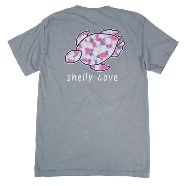 Feel comfortable in your Shelly Cove… Garment dyed short sleeve in granite Pebble design Garment washed for softness Preshrunk 6.1oz 100% ringspun cotton Unisex sizing Printed in America  *Portion of each sale goes directly to seaturtlehospital.org*  We recommend hand washing in cold water with mild soap. Never use stain removers on garment washed items. Line drying recommended.