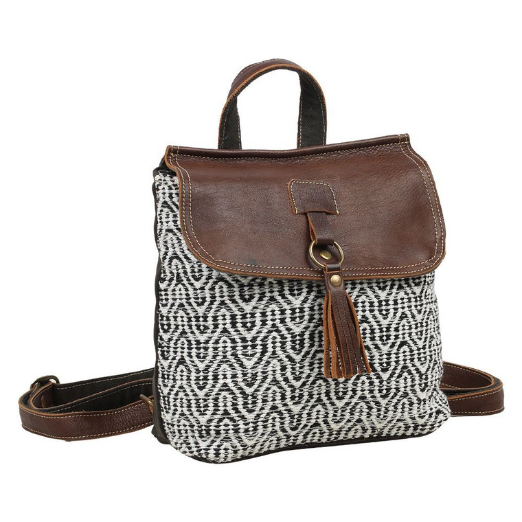This backpack brown leather and rug bag is the perfect to carry all your essentials. It is spacious, simple and chic.  Made of upcycled canvas and leather.