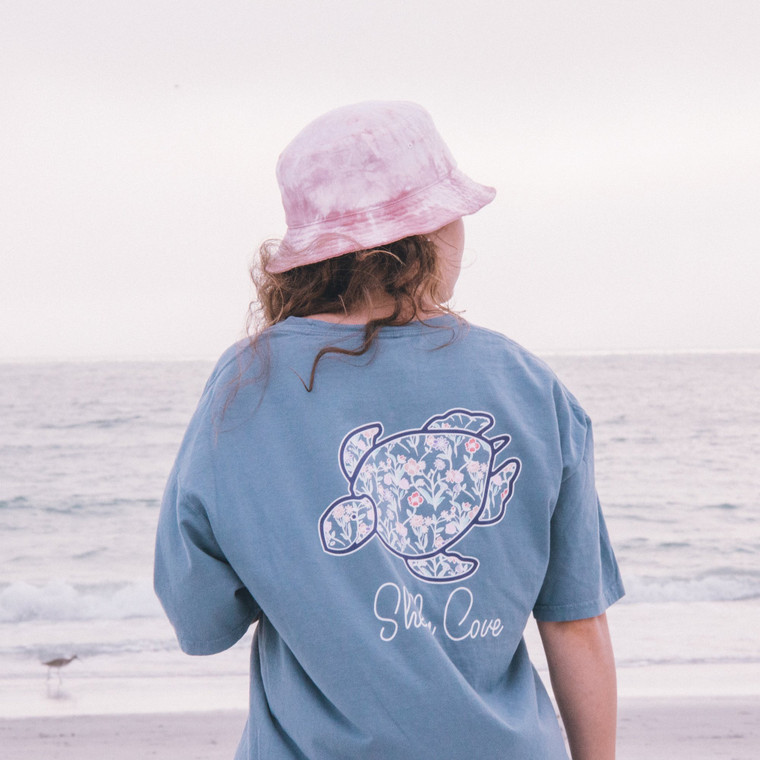 Feel comfortable in your Shelly Cove… Garment dyed short sleeve denim Garment washed for softness Left chest print Preshrunk 6.1oz 100% ringspun cotton Unisex sizing Printed in America Size Tip: Our first model is wearing size large. The second model is wearing size small. *Portion of each sale goes directly to seaturtlehospital.org*  We recommend hand washing in cold water with mild soap.  Never use stain removers on garment washed items. Line drying recommended.
