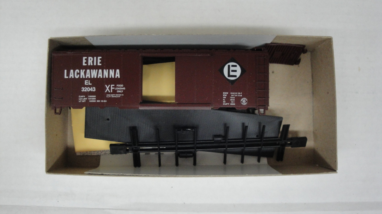 1141-1 (HO SCALE) Bev-Bel-66-1141-1 Erie Lackawanna 40  Single Door Boxcar EL 32043