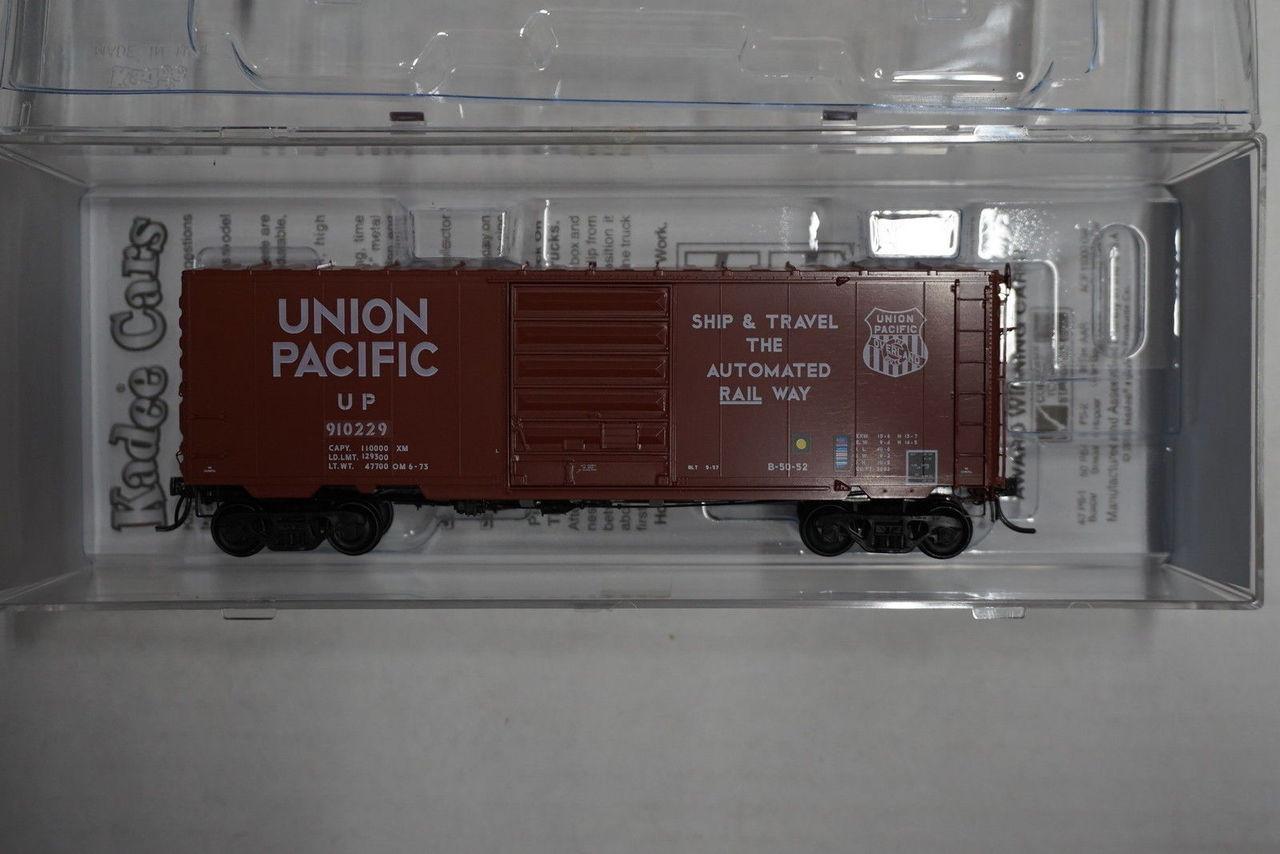 5322 Kadee / 40' Boxcar UP #126238  (HO Scale) Part # 380-5322