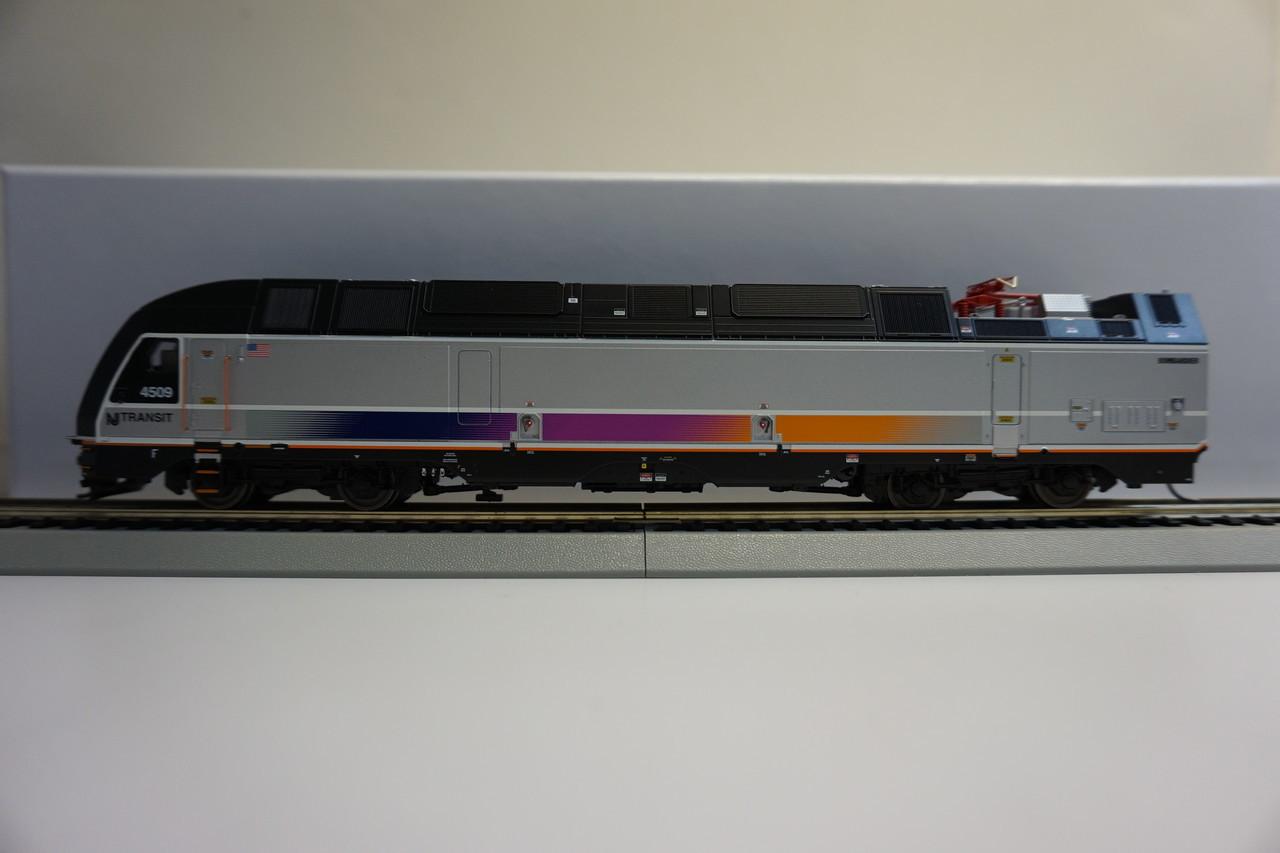 Atlas 10002850 ALP-45DP NJ Transit #4512 Gold - DCC & Sound (HO Scale) 150-10002850