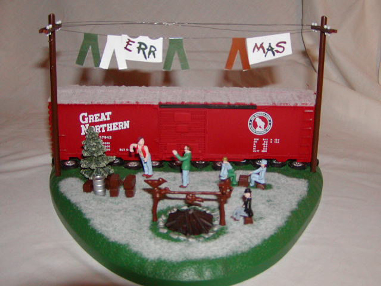 434-636942 Lionel / Christmas Hobo Hotel DISPLAY (Scale=O) #434-636942