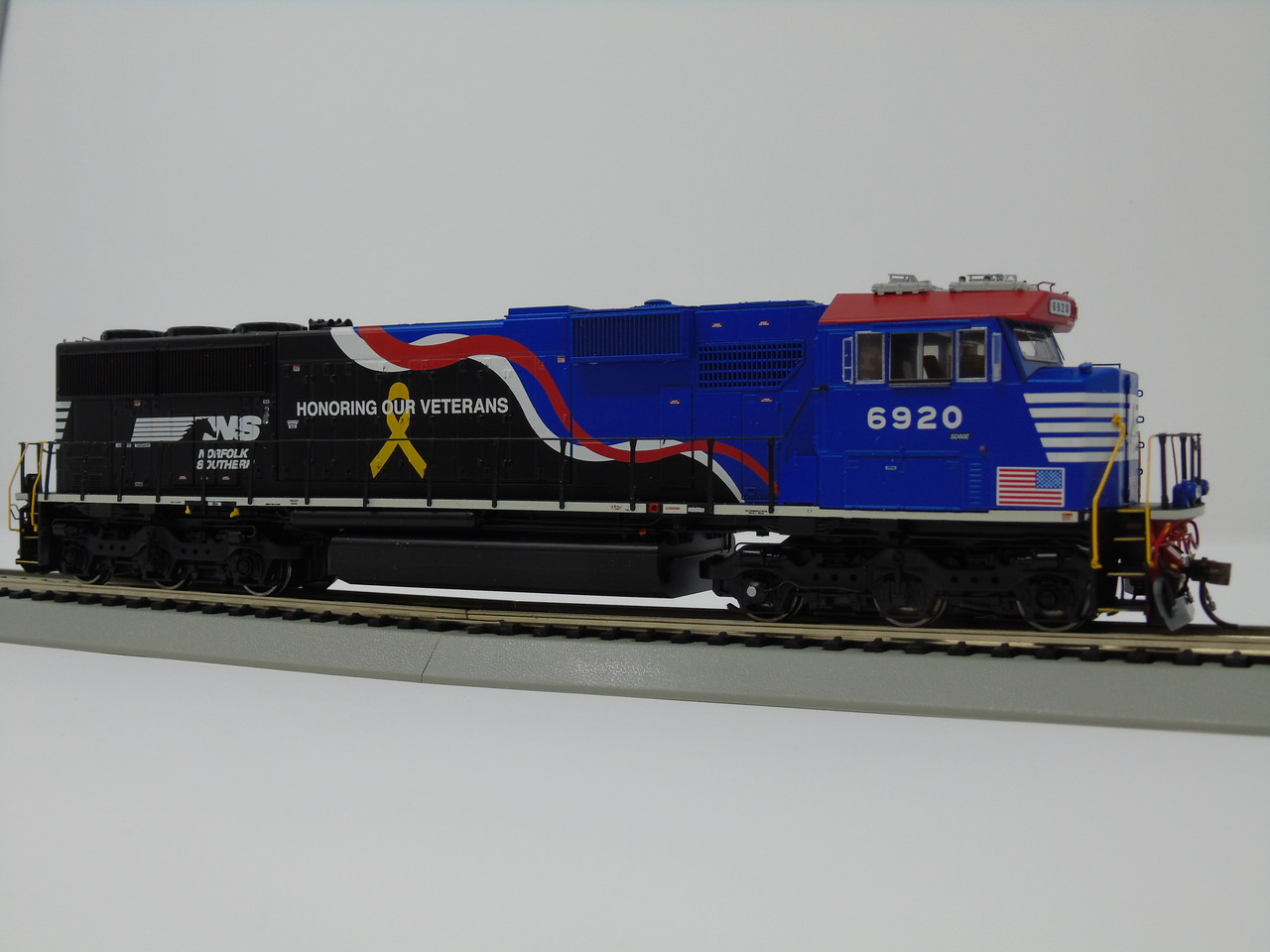 ATHG65254 SD60E NS - Norfolk Southern Honoring Our Vetrans #6920 with DCC & Sound Tsunami2  (SCALE=HO)  Part #ATHG65254