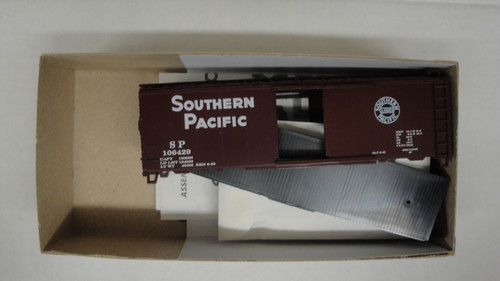 1923 (HO SCALE) Bev-Bel-66-1923 Southern Pacific 40  Boxcar SP 106429