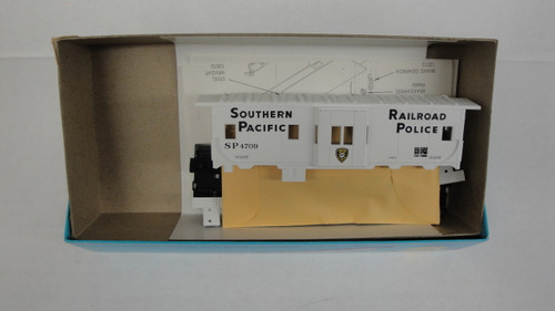 2203-1 (HO SCALE) Bev-Bel-66-2203-1 Southern Pacific 29  Bay Window Caboose SP 4709