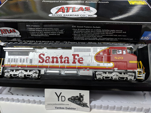 Atlas Model Railroad Co.  ATLAS 10002307 #829 GE Dash 8-40CW (ATSF Style) w/LokSound & DCC - Master(R) Gold