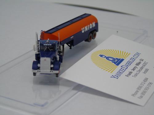 Trainworx 55125 Union - Peterbilt 351 Tractor w/32' Tank Trailer - Assembled  (SCALE=N)  PART #744-551025