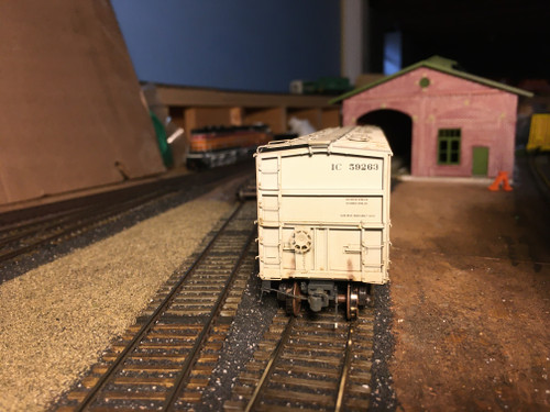 Scaletrains SXT31985 CW Custom Weathered GATC 4180cf Airslide Covered Hopper IC - Illinois Central #59263 HO Scale