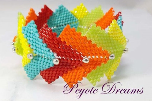 18-0421.23  Dragonscale Peyote Bracelet