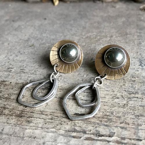 16-0421.11 Silver Drops & Pyrite Dots