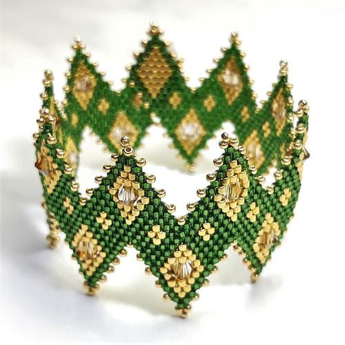 24-1021.20  Zig Zag Peyote Bracelet w/ Crystals