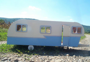 Dollhouse Kit - DH9311 - Travel Trailer - Front
