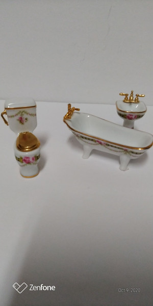 Reutter Porcelain Half Scale Victorian Rose Bathroom Set/3