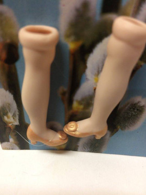 Dollhouse Miniature – GOLD SHOE - Porcelain Doll Kit Legs Only
