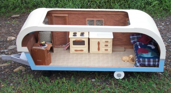 Dollhouse Kit - DH9311 - Travel Trailer -  Back & Top